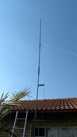 11 m Band J-Pole antenna centred at 27.500 MHz: Clamped in place