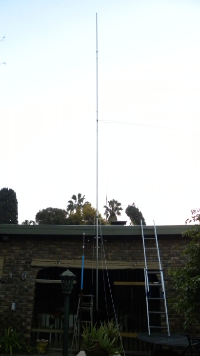 11 m Band Super J-Pole antenna centred at 27.500 MHz: Installation before wood mast is inserted